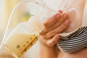 breastfeeding: benefits of breast milk over formula milk